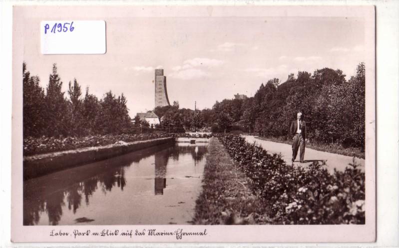 Laboe Park mit Blick auf das Marine-Denkmal
