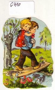 Glanzbild Junge trägt kleines Mädchen über einen Holzsteg, mit Glitter [Glitzer] ca. 7 x 5 cm
