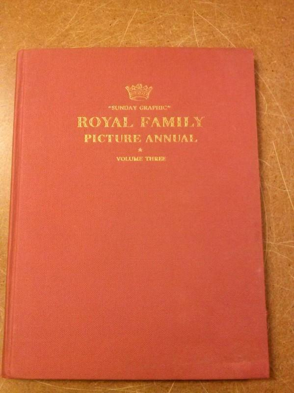 ROYAL FAMILY PICTURE ANNUAL VOLUME THREE - SUNDAY GRAPHIC. Nach 1954 zu datieren. Scott, Elizabeth