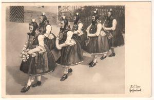 AK Tracht Aus dem Hessenland Schwälmer Hochzeitszug Brautjungfern im Feststaat, in den 1950er Jahren gelaufen