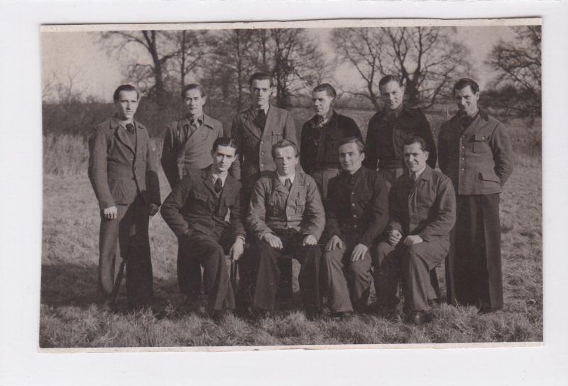 Foto aus englischer Gefangenschaft 1947. Umseitig handschriftlicher Vermerk: Gefangenschaft England 1947
