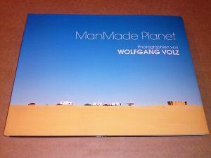 ManMade Planet - Photographien von Wolfgang Volz - herausgegeben von Bernhard Mensch und Peter Pachnicke - Katalog 2. erweiterte Auflage 2004 Mensch, Bernhard und Pachnicke, Peter (Hrsg.)