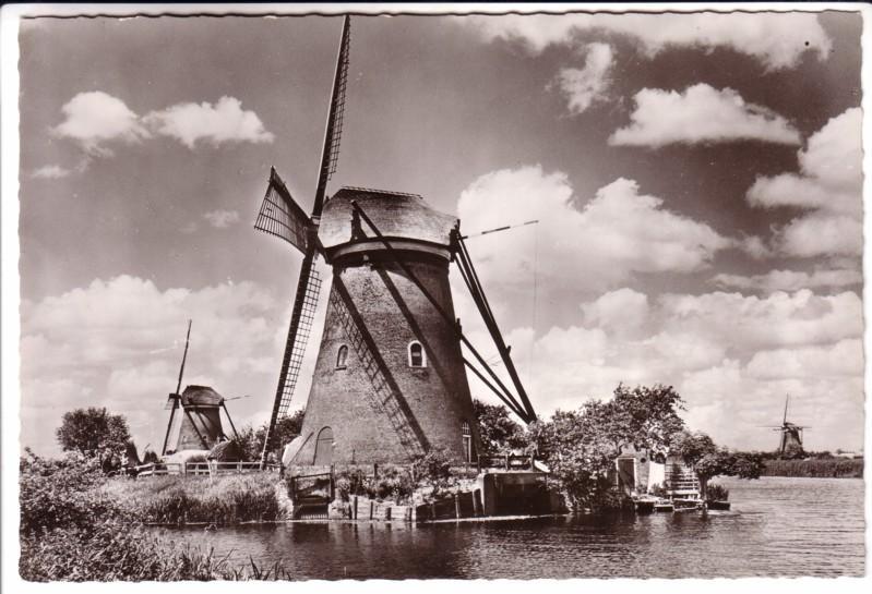 Großbildpostkarte Niederlande/Holland - Hollandse Molen / Dutch Windmill / Holländische Mühle / Moulin a Vent / KINDERDIJK - s/w mit Windmühle am Wasser - ungelaufen. Um 1965 zu datieren!