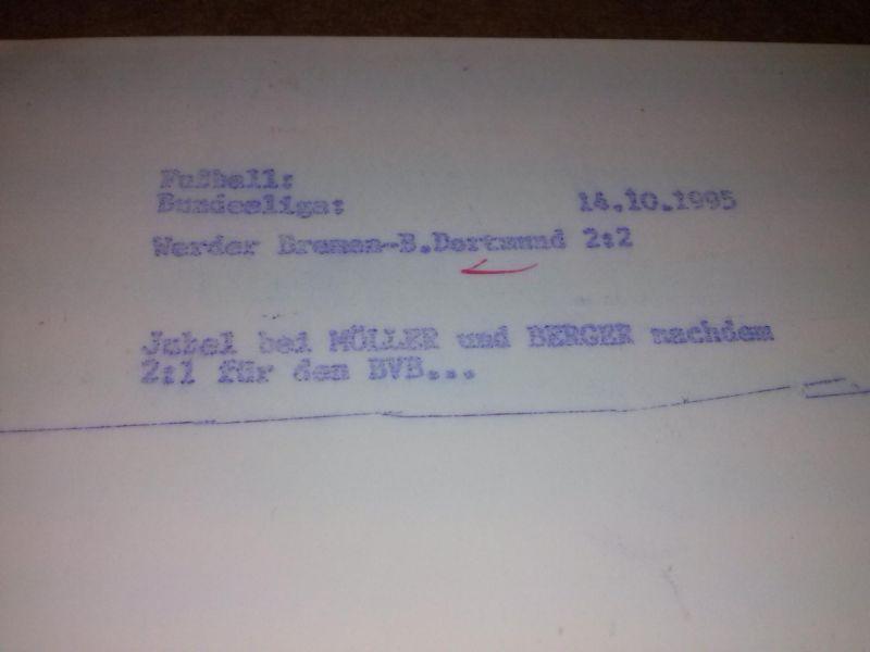 Sportpressephoto cop. by: firo - Text hinten:  - vorne sind zwei Signaturen/Autogramme (nicht von offiz. Seite autorisiert), eins (links) wohl von Günter Kutowski, das andere (rechts) entweder von Patrik Berger oder Heiko Herrlich