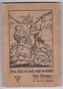 Sein Ruf ist noch nicht verhallt! Vor Verdun - von Kanonier Tigges. Kanonier Tigges hat auf der Vorwort-Seite eine Widmung inkl. Datum von 1924 hinterlassen und mit GAdolfTigges unterschrieben. Weiter unten in identischer Schrift ein weiterer kurzer Text,