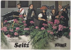 AK Autogrammkarte Die Original Schwarzwald-Familie Seitz signiert, HOHNER, ungelaufen