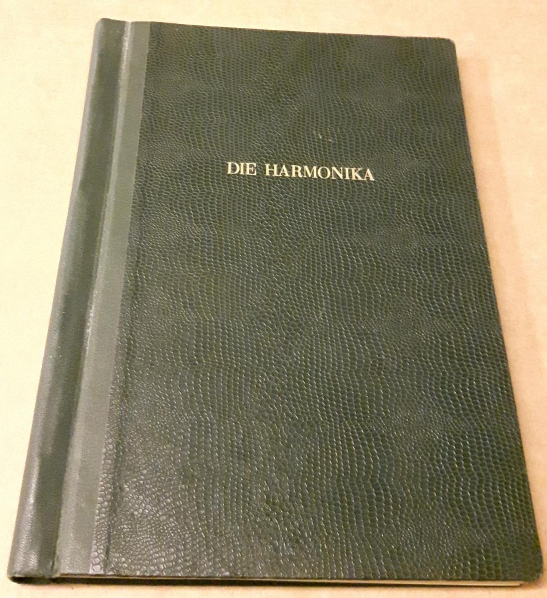 Die Harmonika - Monatsschrift für die Freunde der Harmonika / 18. Jahrgang 1953 KOMPLETT (10 Einzelhefte) in der Original HOHNER-KLEMM-SAMMELMAPPE (Kl. SaMa 1) vorhanden - Die einzelnen Zeitschriften sind reich bebildert und zeittypisch im Stil der 195... 0