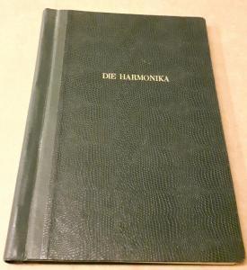 Die Harmonika - Monatsschrift für die Freunde der Harmonika / 18. Jahrgang 1953 KOMPLETT (10 Einzelhefte) in der Original HOHNER-KLEMM-SAMMELMAPPE (Kl. SaMa 1) vorhanden - Die einzelnen Zeitschriften sind reich bebildert und zeittypisch im Stil der 195...