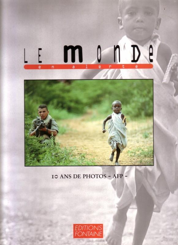 LE MONDE en alerte / 10 ANS DE PHOTOS - AFP - editions FONTAINE // Sprachen: englisch und französisch 0