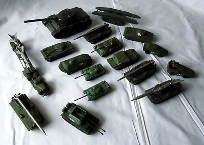 17 DDR Modell bzw. Spielzeug Militär Fahrzeuge NVA aus Plaste & Metall (116564)