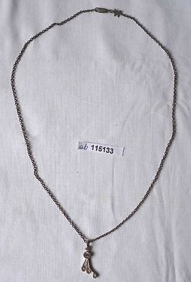 Alte silberfarbene Kette mit hübschem verschnörkelten Anhänger m. Stein (115133)
