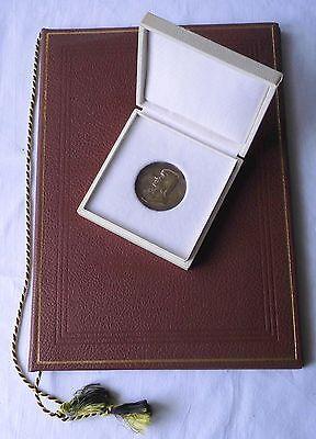 DDR Medaille Gutsmuths Preis 2.Klasse mit Etui und Urkunde 1972 (112531)