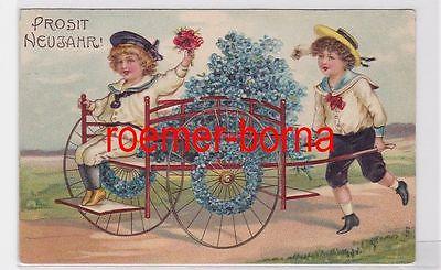 53602 geprägte Ak Prosit Neujahr! Kinder in Matrosenanzug a. Karre m. Blüten1909