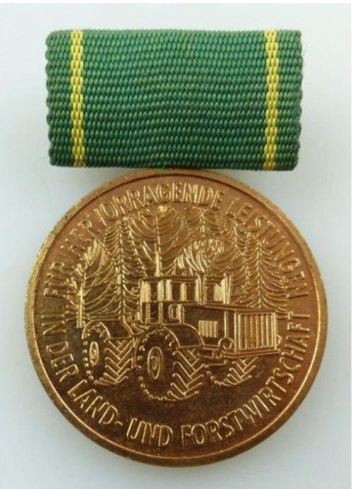 DDR Medaille fuer hervorrag. Leistungen in der Land- und Forstwirtschaft im Etui