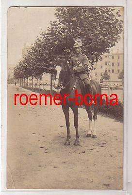80170 Foto Ak Feldgrauer Soldat des Infanterie Regiment 32 um 1915
