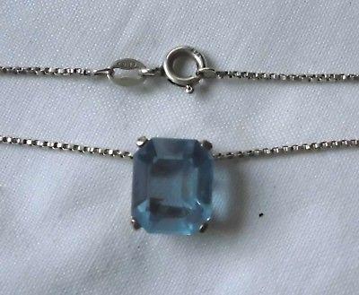 Schmeichelhafte Kette aus 925er Silber mit blauem Stein Anhänger (103207) 1