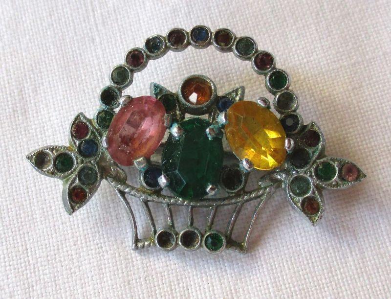Zierliche Brosche Modeschmuck in Blumenkorb Form mit bunten Ziersteinen (124129)