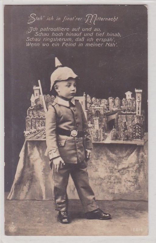 90756 Militär AK Junge in Uniform kostümiert vor Festungsmodell - Feldpost 1915