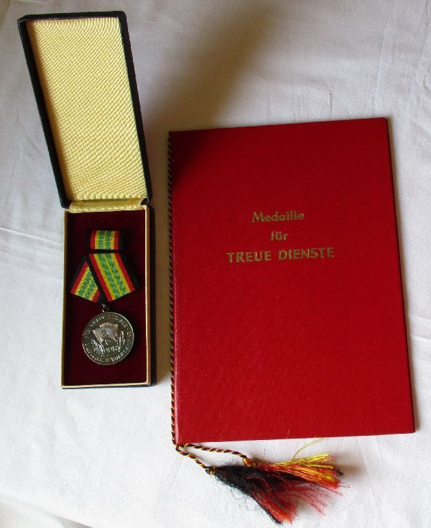 DDR NVA Medaille Für Treue Dienste Silber Stasi + Urkunde Mielke 1966 (120883)