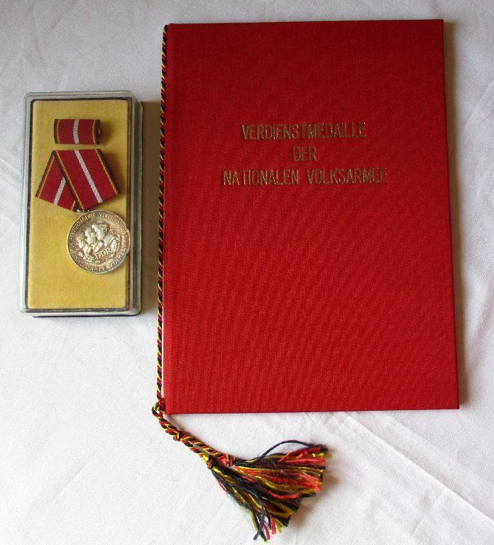 DDR Verdienstmedaille der NVA Silber Stasi + Urkunde Mielke 1971 (122752)