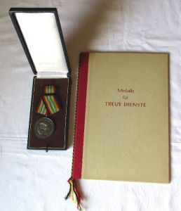 DDR NVA Medaille Für Treue Dienste Silber Stasi + Urkunde Mielke 1961 (123316)