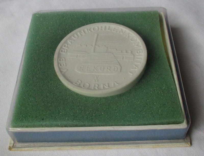 DDR Medaille Porzellan Meissen VEB Braunkohlenkombinat Borna, Glück Auf (124729)