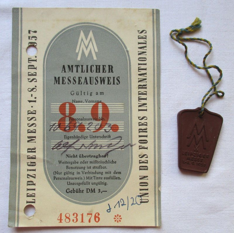 DDR Messeausweis Leipziger Herbstmesse 1957 + Messeabzeichen (124777)