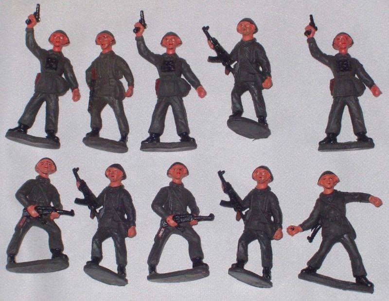 10 DDR Spielzeug Soldaten Nationale Volksarmee NVA (122547)
