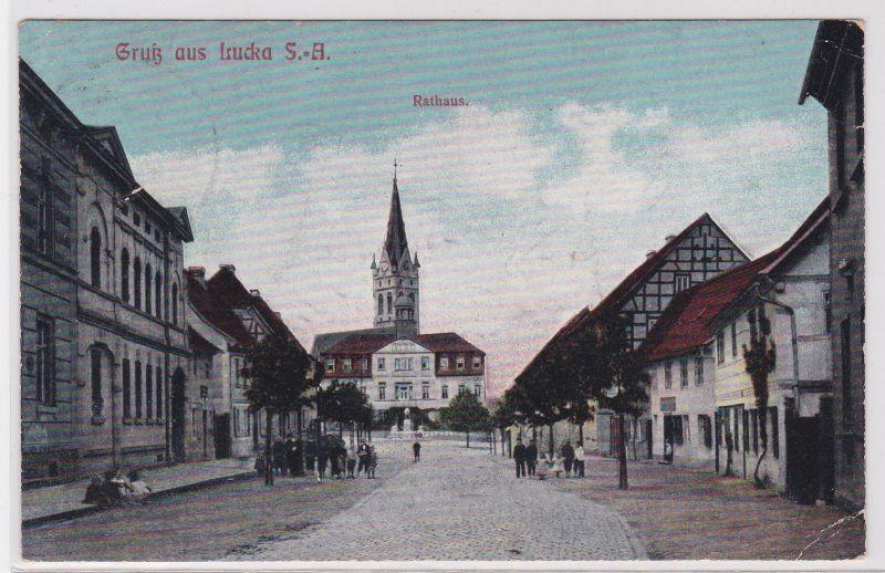 90428 Ak Gruß aus Lucka S.-A. Rathaus und Geschäfte um 1910