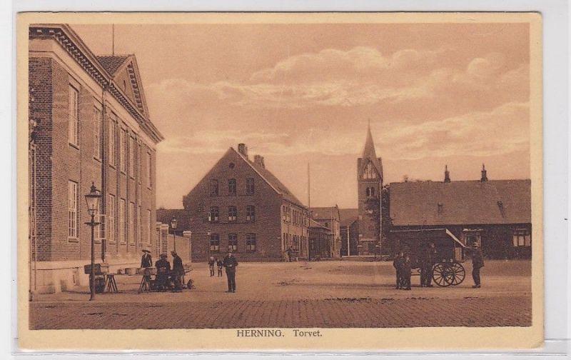 90663 Ak Herning in Dänemark Torvet um 1930