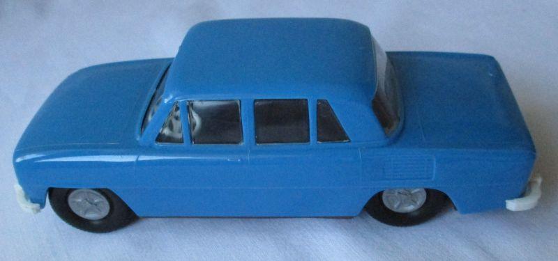 DDR Spielzeug Auto Marke Skoda blaue Plastik mit Schwungrad (108317)