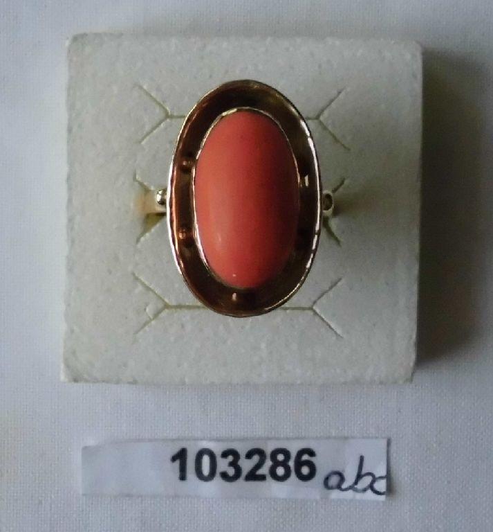 Dekorativer alter Damen Ring Gold 585 mit großer Koralle (103286)
