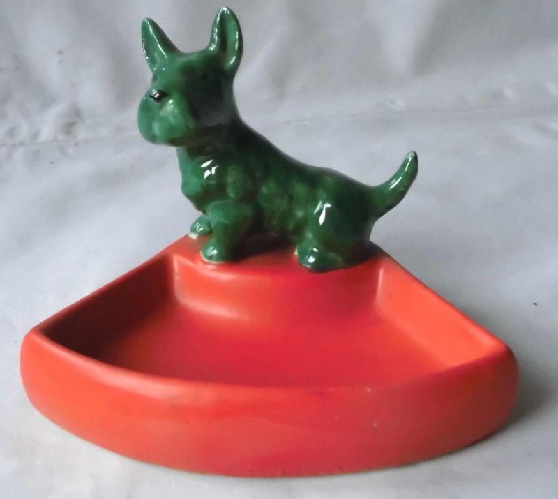 Schöner kurioser auffälliger Porzellan Aschenbecher mit grünem Hund (117576)