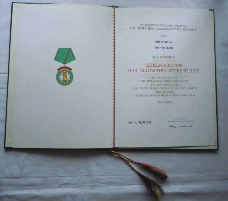 Orden DDR Ehrenzeichen der Deutschen Volkspolizei mit Urkunde Meister (118799)