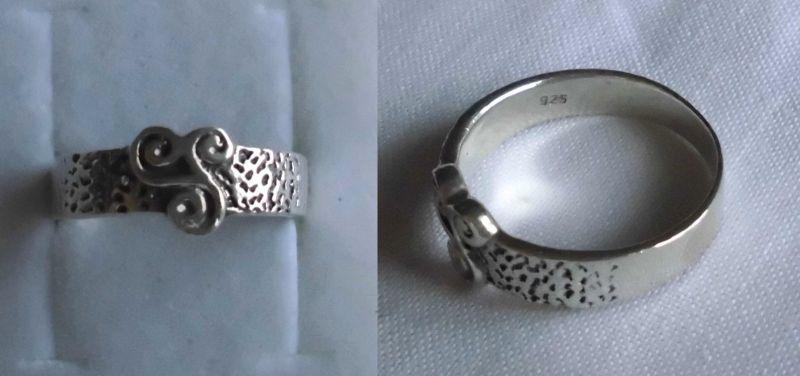 Schöner Damenring 925er Silber mit verschnörkelter Triskele (114561)