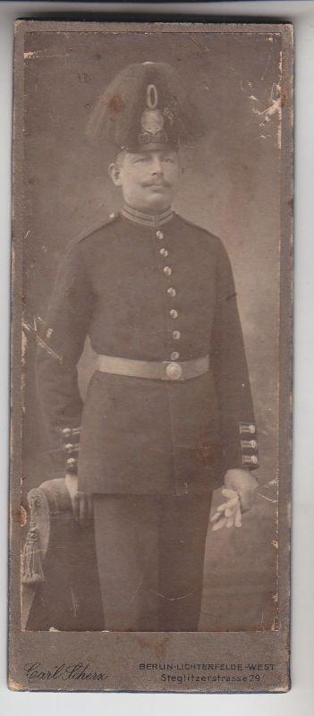 67818 Kabinett Foto Berlin Offizier mit Gardehelm mit Federbusch