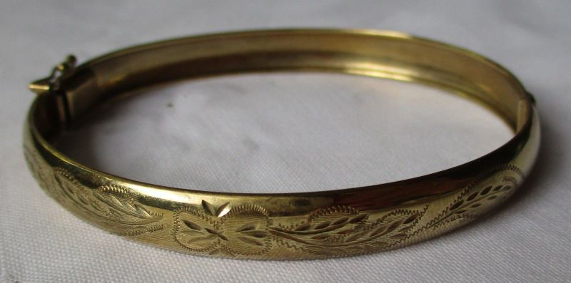 Eleganter 333er Gold Armreifen mit gravierte Verzierung am Rand (125303)