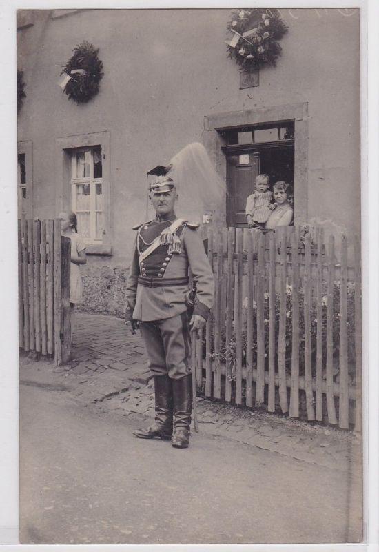 69496 Foto Ak Garde Ulan mit Helm und Uniform um 1915