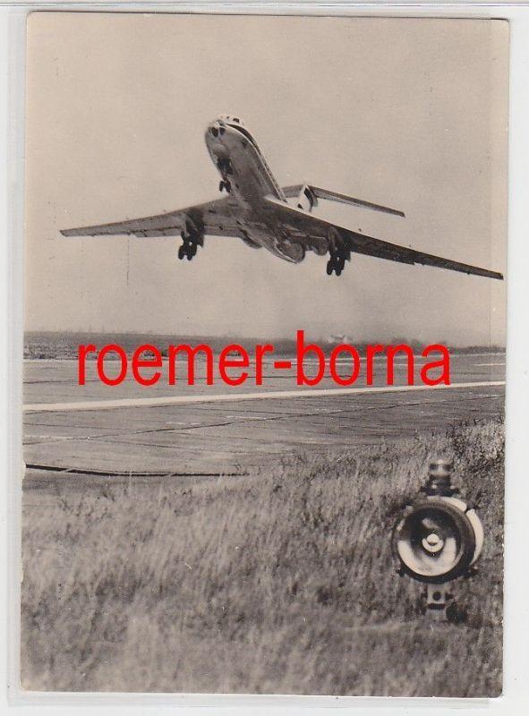 68054 Foto Ak Interflug Turbinenluftstrahl-Flugzeug TU 134 beim Start 1975