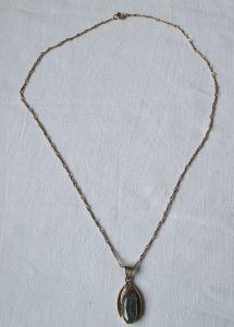 Charmante Kette aus 333er Gold mit Jugendstil Anhänger mit blauem Stein (120992)