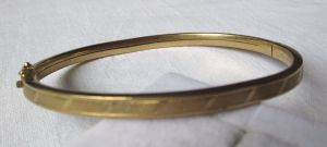 Eleganter Armreif aus 333er Gold mit graviertem Rand (120889)