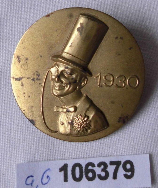 Seltenes Blech Abzeichen Mann mit Zylinder und Monokel 1930 (106379)