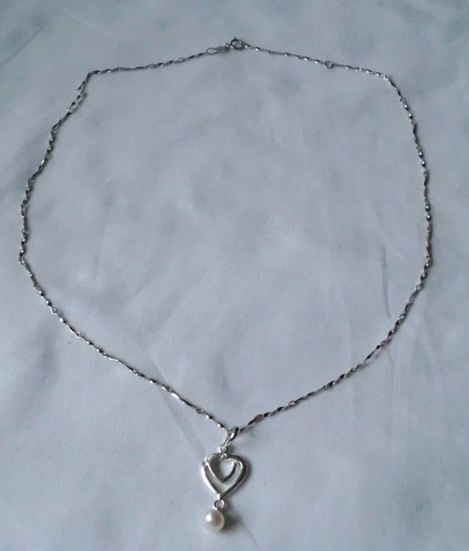 Verspielte Kette aus 925er Silber mit schmuckem Silberherz + Perle (103355)