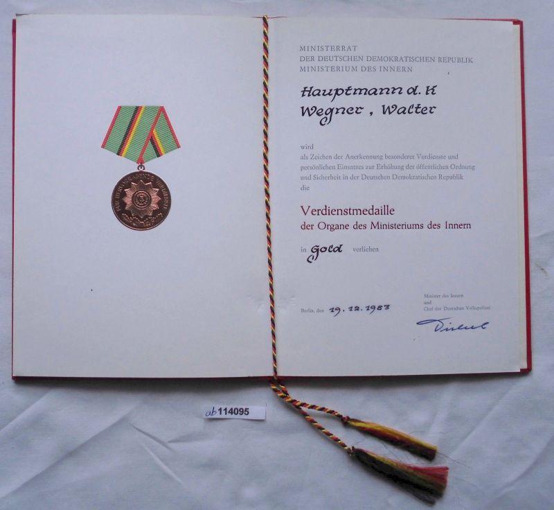DDR Urkunde Verdienstmedaille des Ministerium des Innern in Gold 1983 (114095)