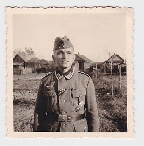 70687 Foto dt. Soldat mit EK, Winterschlacht im Osten, VWA, KVK 1. Klasse 1945