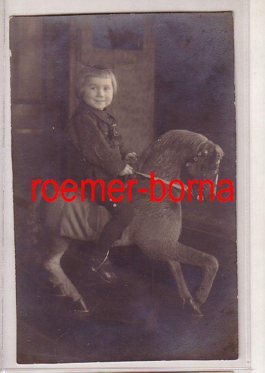 78191 Foto Ak Kind mit Schaukelpferd Weihnachten 1922