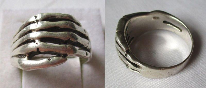 Außergewöhnlicher Ring aus 925er Sterling Silber Skelett Hand (121332)