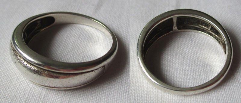 Charmanter Damen Ring aus 925er Sterling Silber mit punktiertem Einsatz (124903)