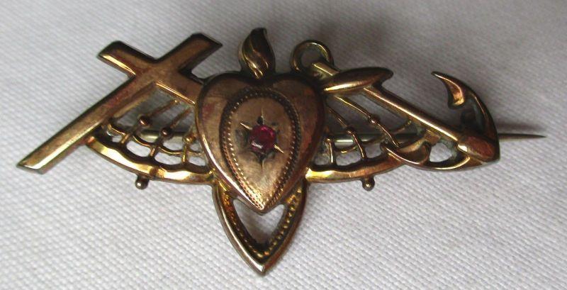 Elegante Brosche Kreuz Herz und Anker mit kleinem roten Stein (108976)