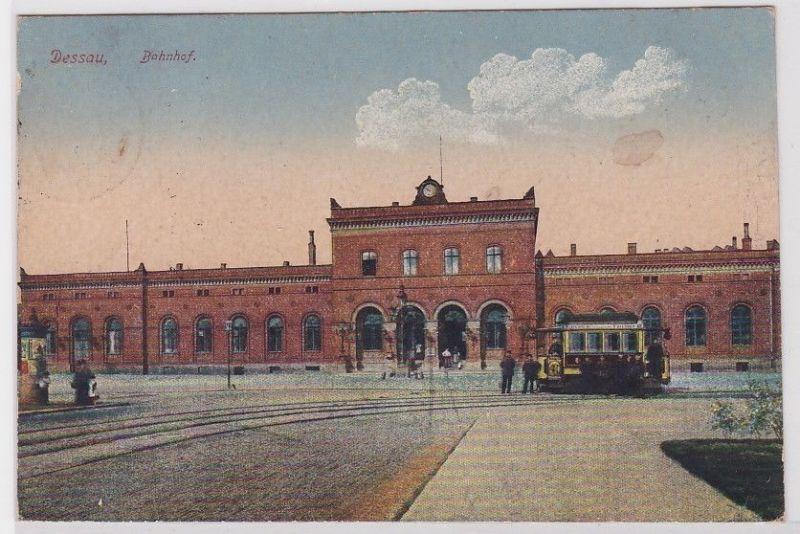 90835 Ak Dessau Bahnhof mit Strassenbahn davor 1922